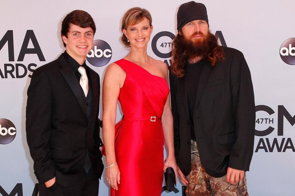 duck dynasty shaves beard for charity 1