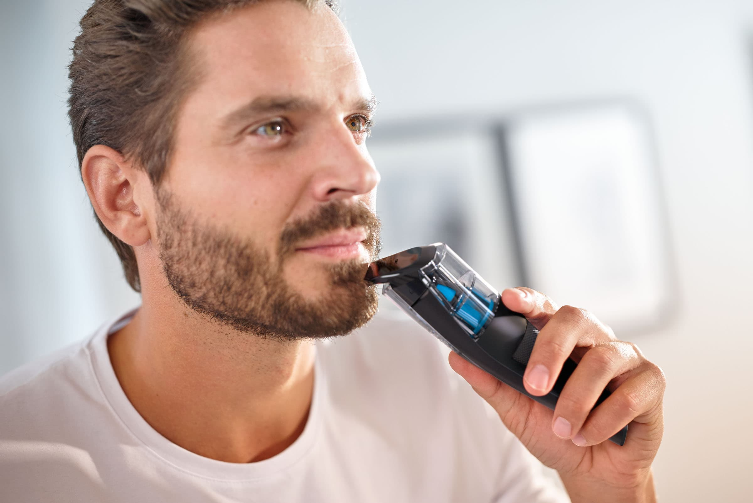 cordless beard and mustache trimmer photo - 1
