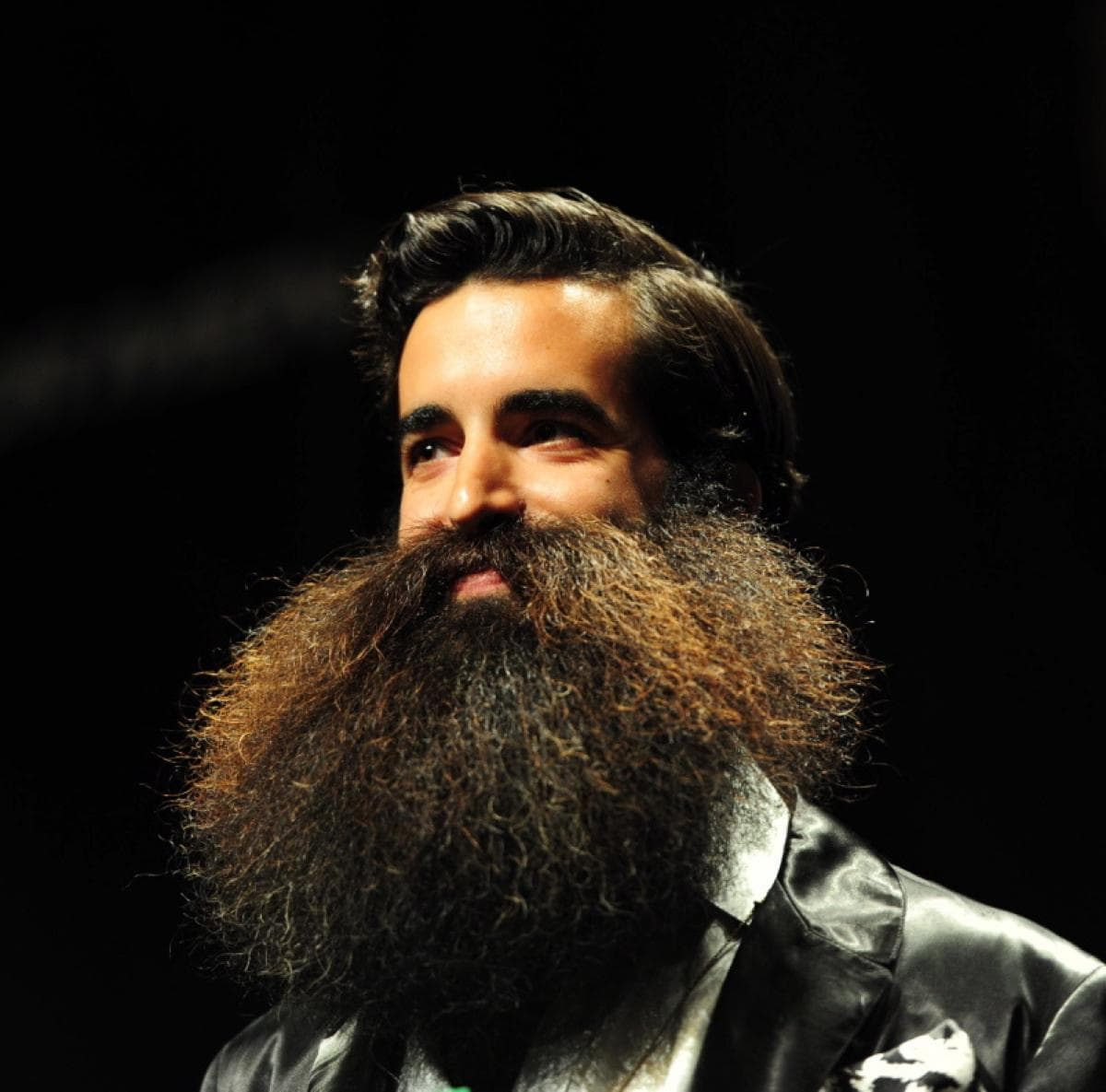 difference between beard and mustache photo - 1