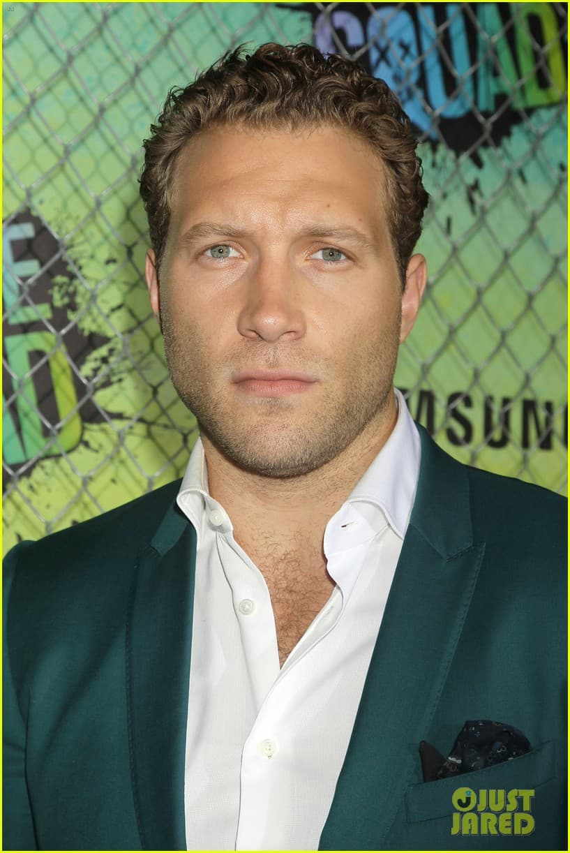 jai courtney beard photo - 1