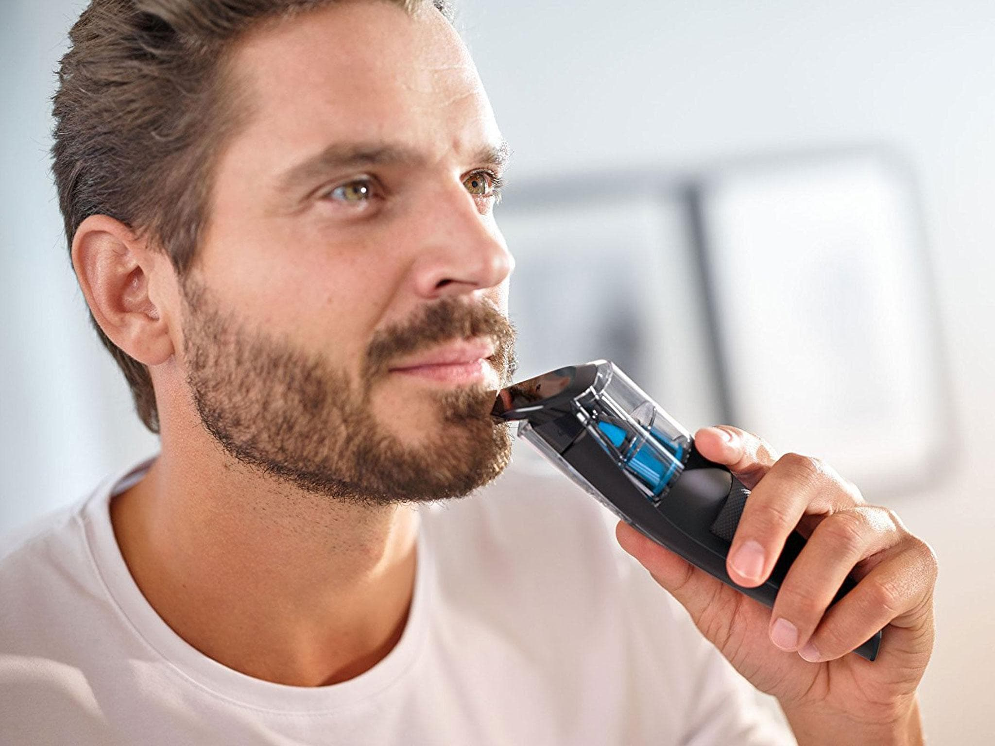 man beard trimmer photo - 1