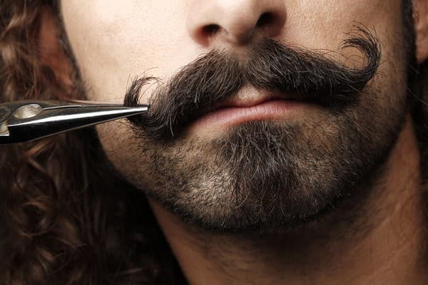 how to trim beard and mustache with scissors 1